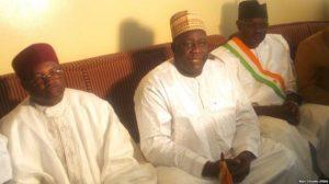Le Gouverneur de la région de Maradi M Zakari Oumarou (au milieu)