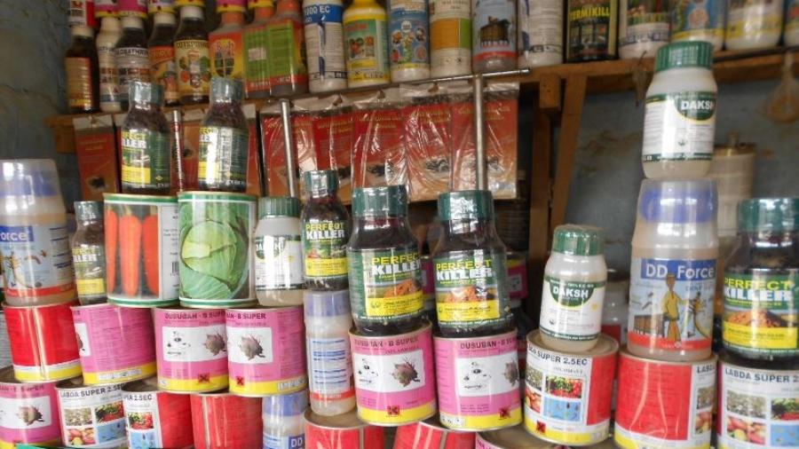 Pesticides obsolètes exposés dans une boutique dans la ville de Konni-région de Tahoua