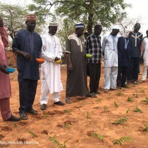 Séance de démonstration en technique de microdose d'engrais par des agriculteurs dans la commune de Hamdallaye - Good Neighbors Niger
