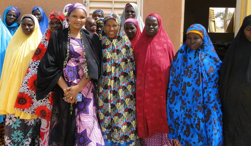 Photo de famille avec les membres de la coopérative Larewa