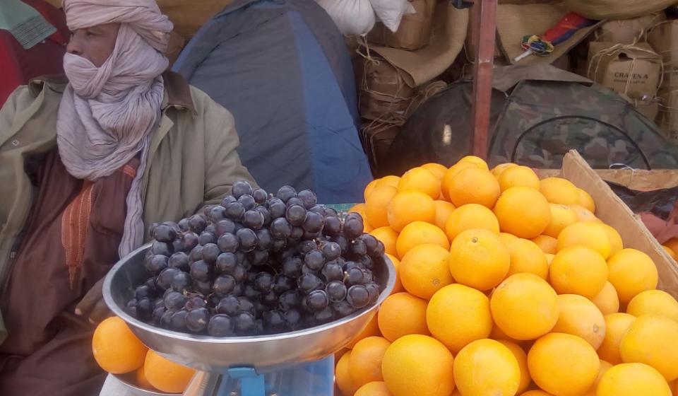 Orange exposee lors de la foire d'Agadez