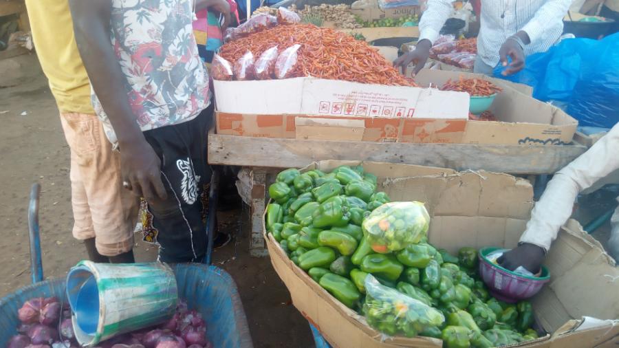 Légumes exposés au marché Wadata de Niamey